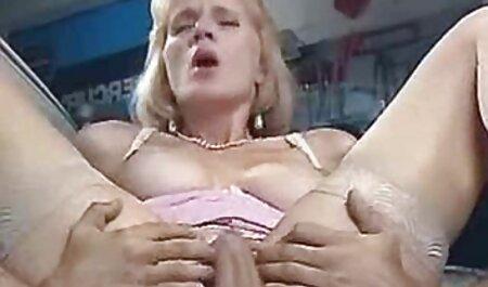 Katy in ihrem weißen Strumpfgürtel erotik sex clips und Strümpfen masturbiert