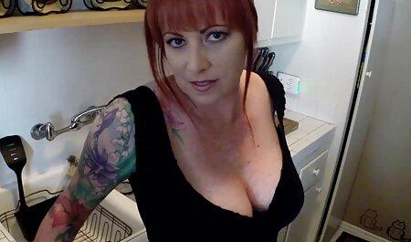 Squirty kostenlose sexclips reibt rasierte Muschi