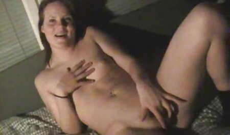 Mädchen täuscht free erotik clips vor, ihren Ring zu verlieren