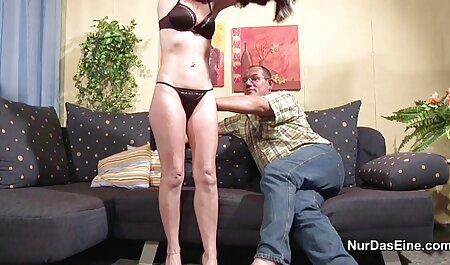 Mia Rose saugt kurze sexclips und fickt einen großen Schwanz