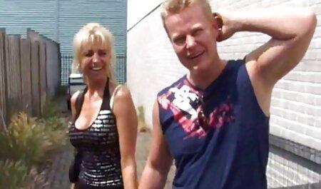 Sexy Blondine in Strümpfen neckt über das free sex clips hamster Telefon