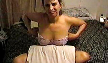 Big Tits BBW gibt einen guten kurze porno clips schlampigen Blowjob